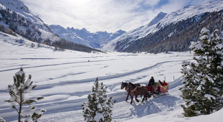 With a carriage through Engadin to the Hotel Castell